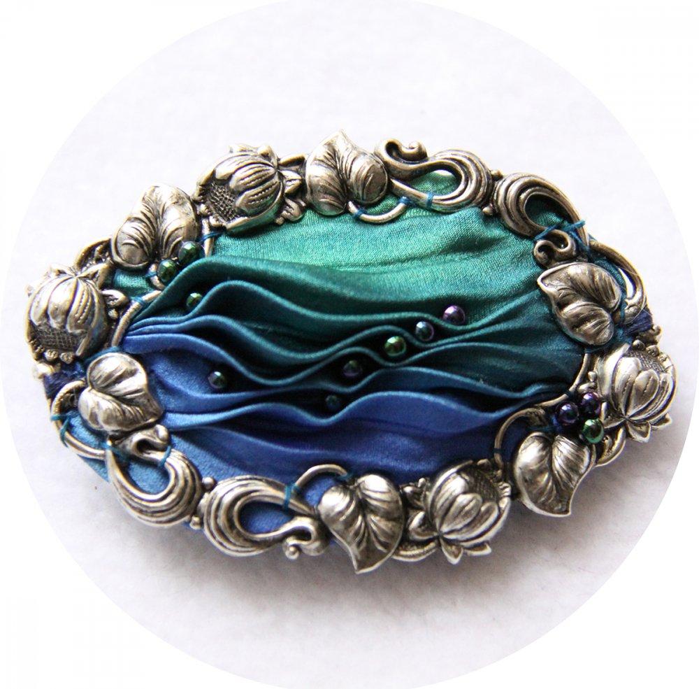 Barrette ovale en ruban de soie shibori bleu et vert brodée et cadre argenté 5cm--9996131156840