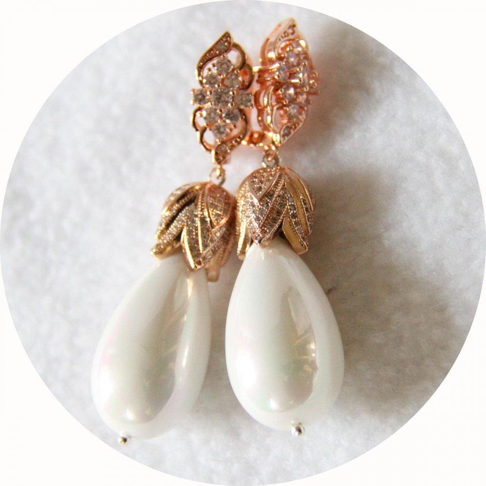 Boucles d'oreilles baroques grande goutte nacrée et attaches dormeuses couleur or rose strassées--9995541954367