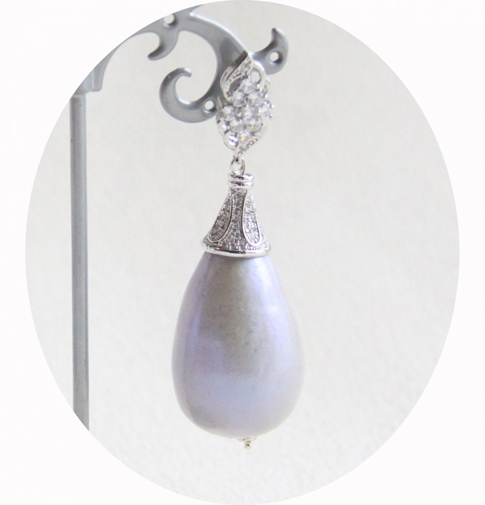 Boucles d'oreilles baroques grande goutte perle nacrée et attaches dormeuses argentées strassées--9995541943194