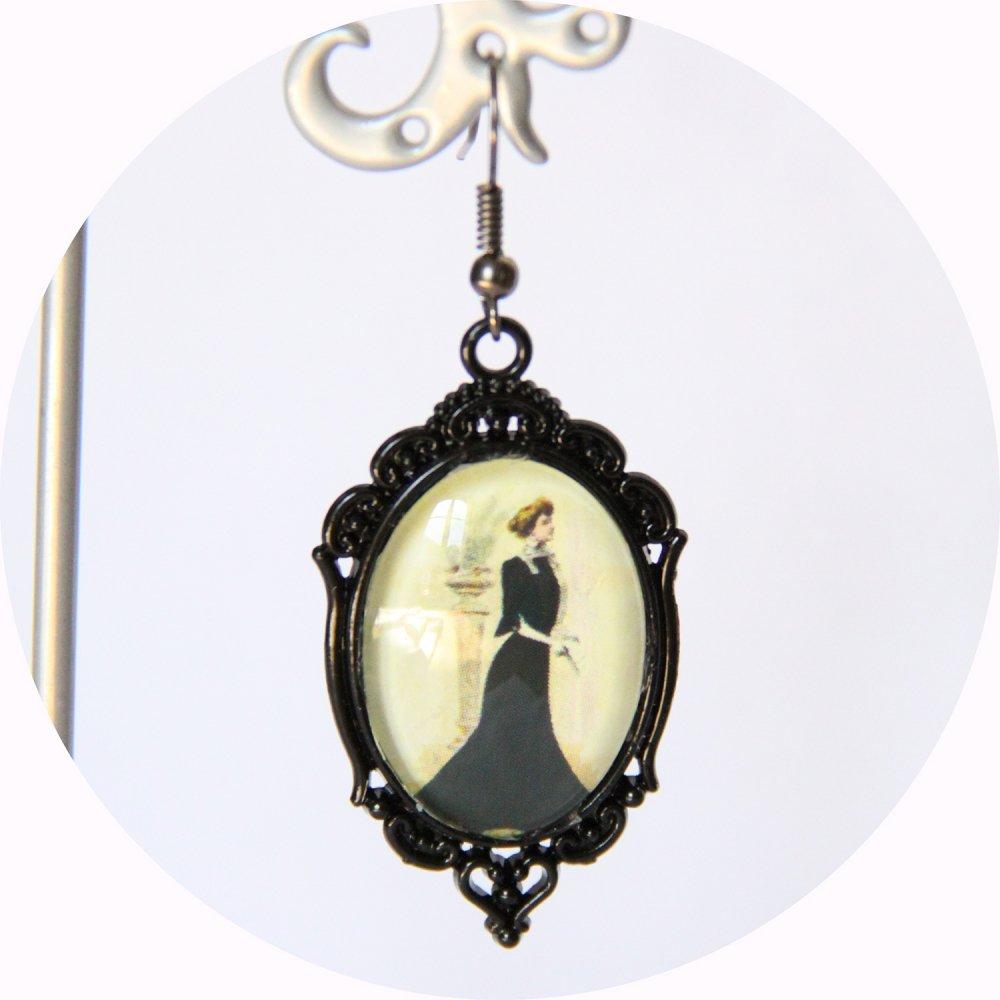 Boucles d'oreilles Gravure de Mode Belle Epoque robe noire sur monture ovale noire--9995856565647