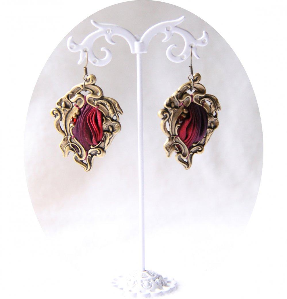 Boucles d'oreilles Art Nouveau en laiton bronze et ruban de soie shibori pourpre--9996047862927