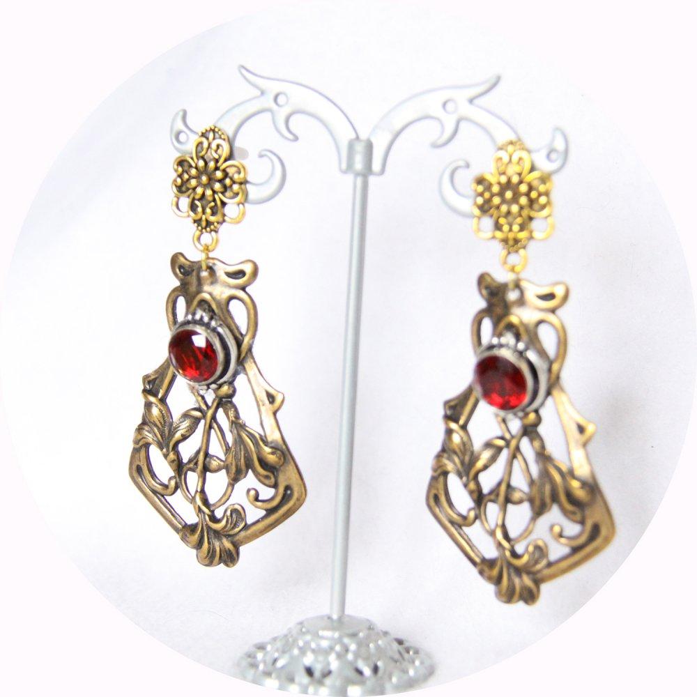 Boucles d'oreilles pendantes Art Nouveau rouge rubis et estampe en laiton doré--9995932385190