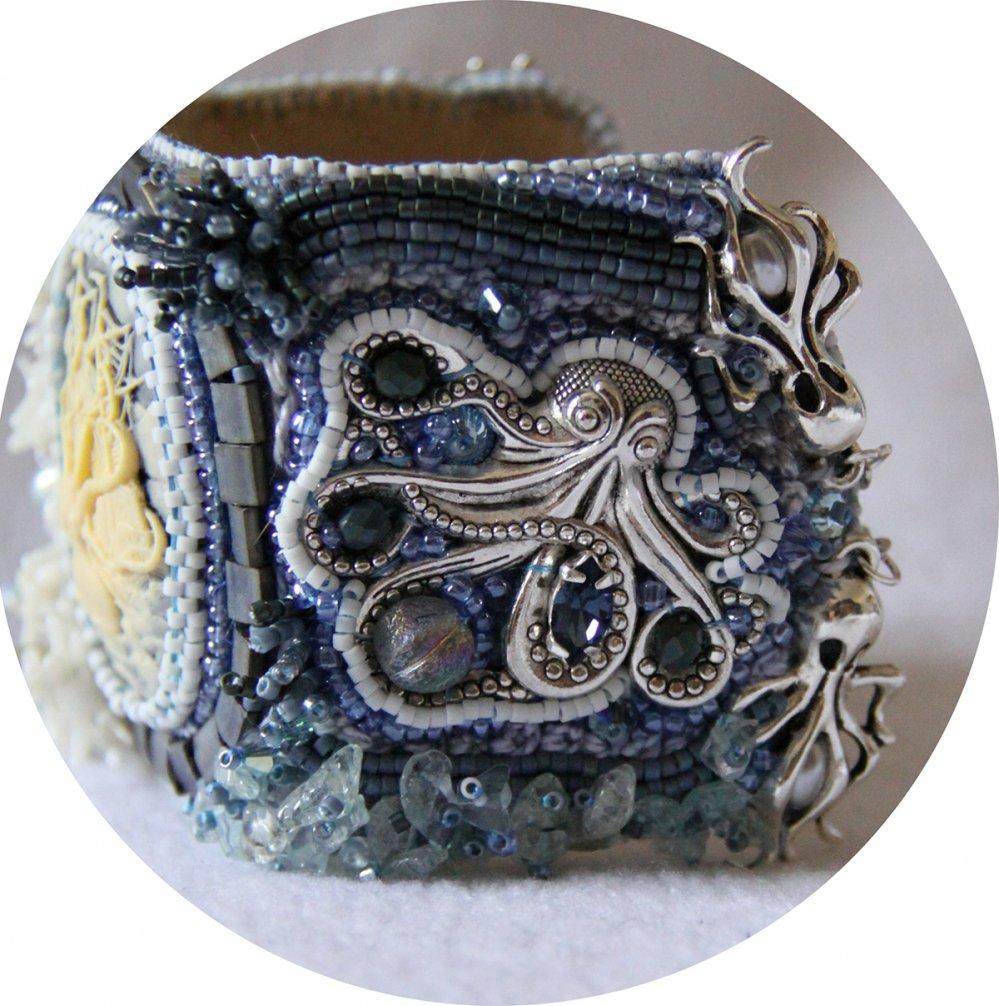 Bracelet manchette camée Octopus bleu et blanc en perles brodées--2226243930609