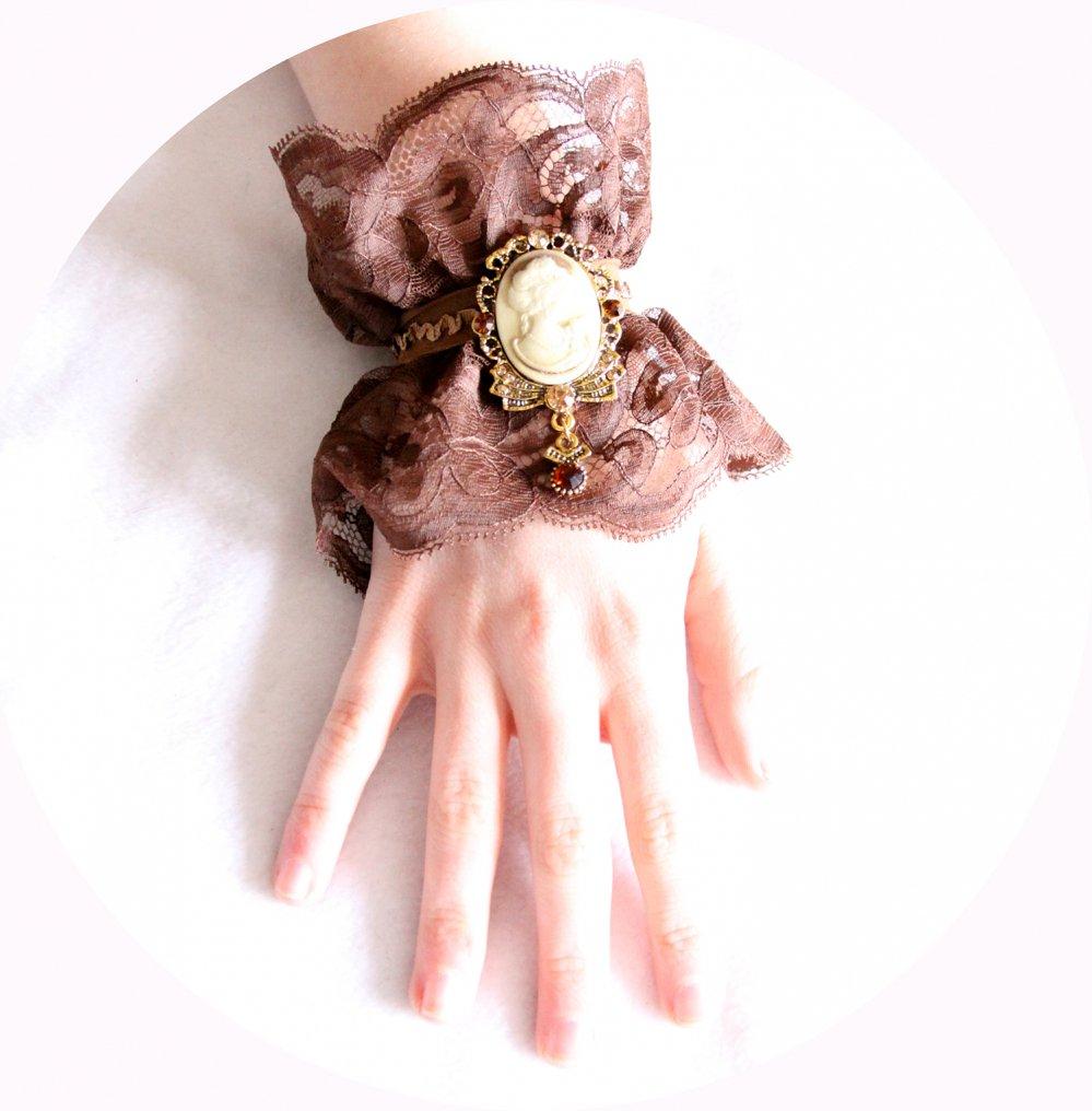 Bracelet manchette steampunk victorien en dentelle marron et broche camée--9996063000228