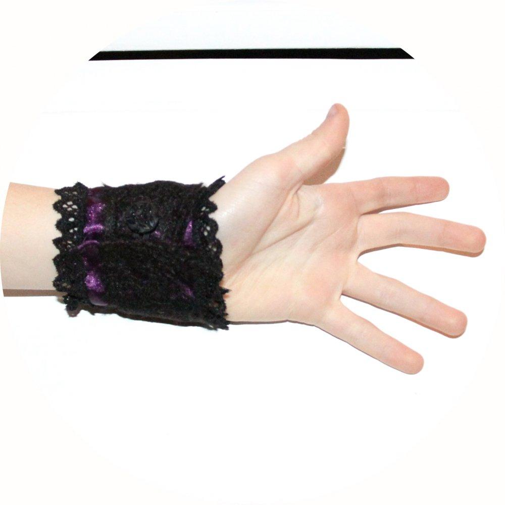 Bracelet manchette victorien en dentelle noire et satin mauve--9996063013235