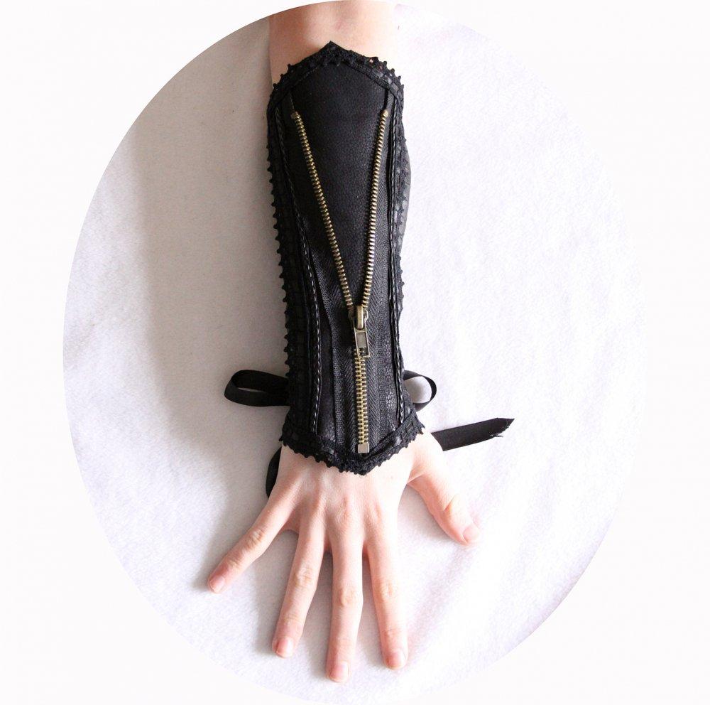 Canon de bras noir steampunk gothique victorien en cuir noir et dentelle avec zip bronze--9995924780897