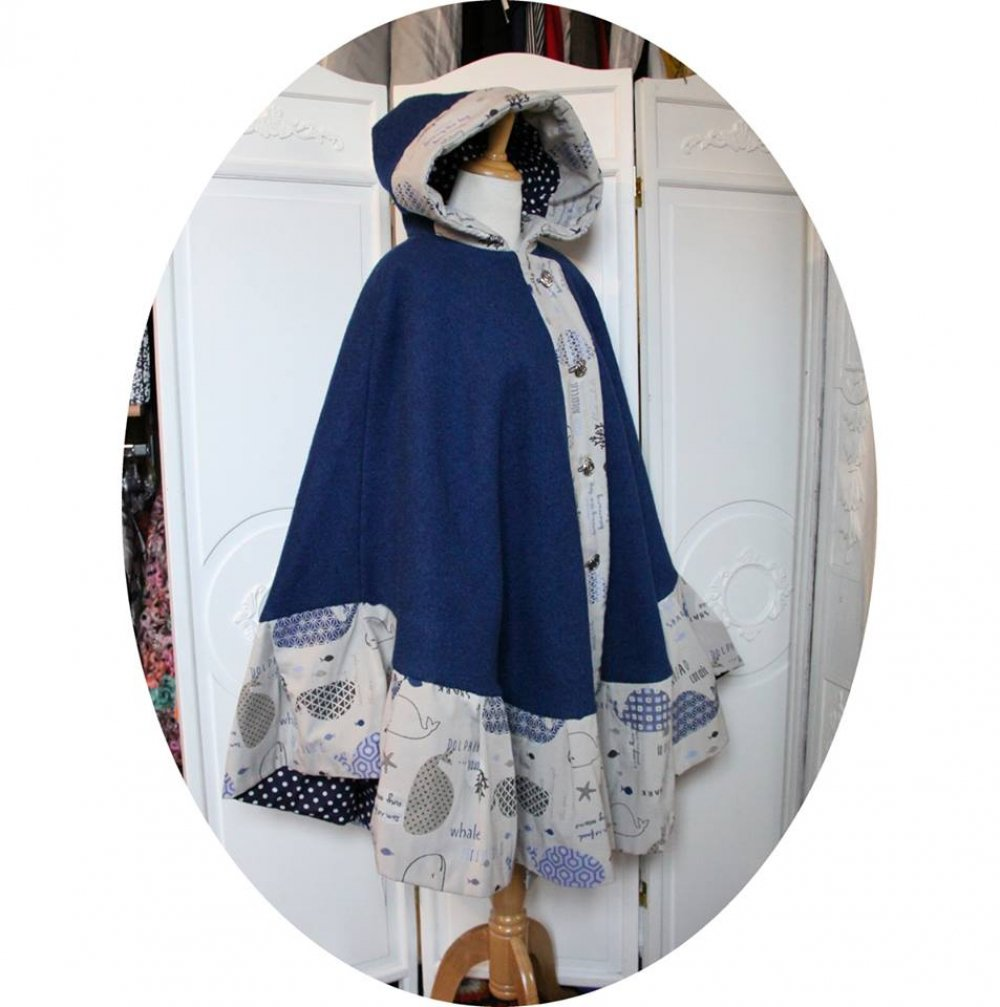 Cape à capuche bleue en pure laine et bordure grise à poissons bleu--9995983627294