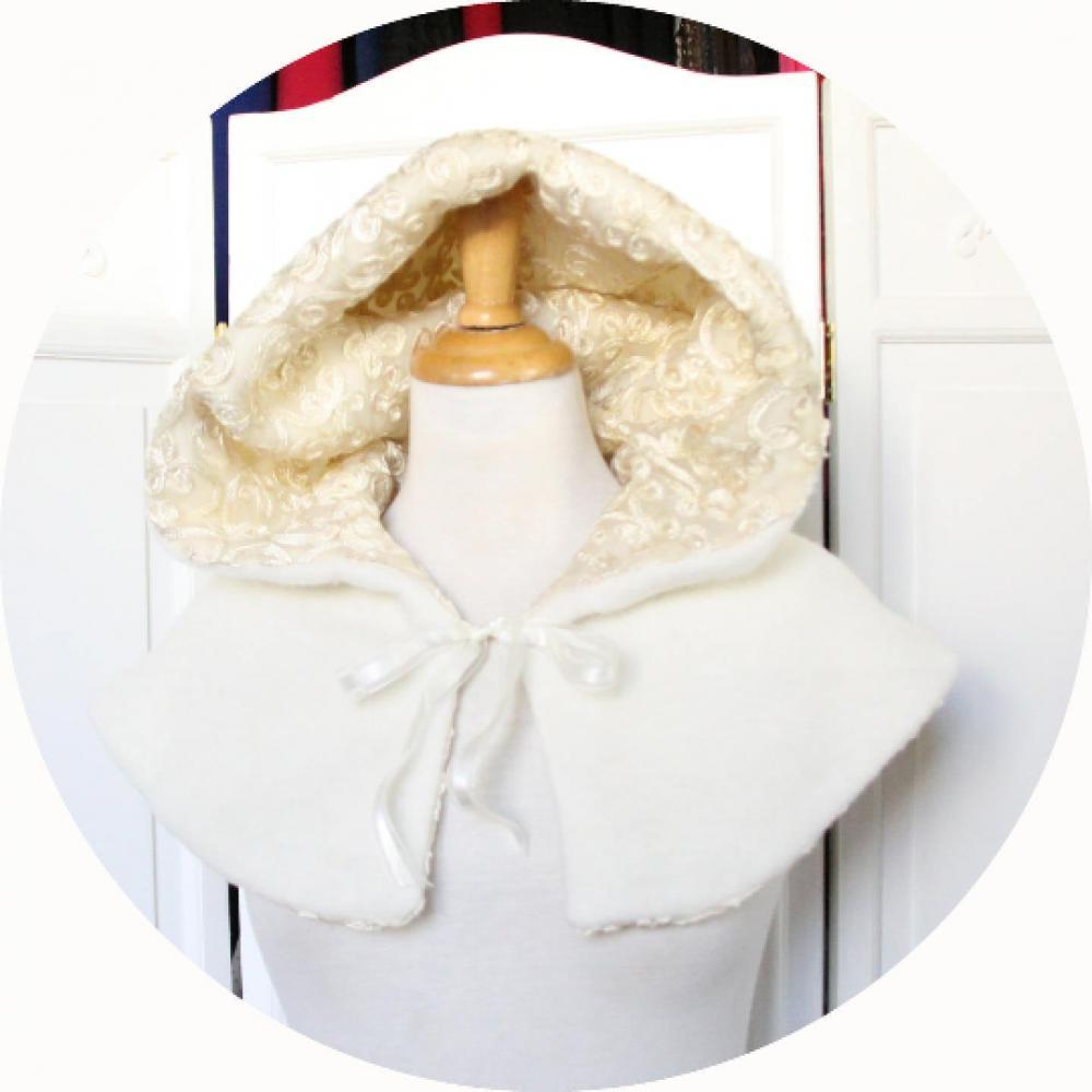 Capeline à capuche Le Petit Capuchon en laine ivoire doublure organza brodé--9995983607203