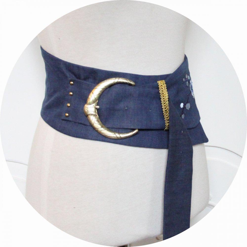 Ceinture en jean bleu, broderie et grosse boucle dorée--9996002445875