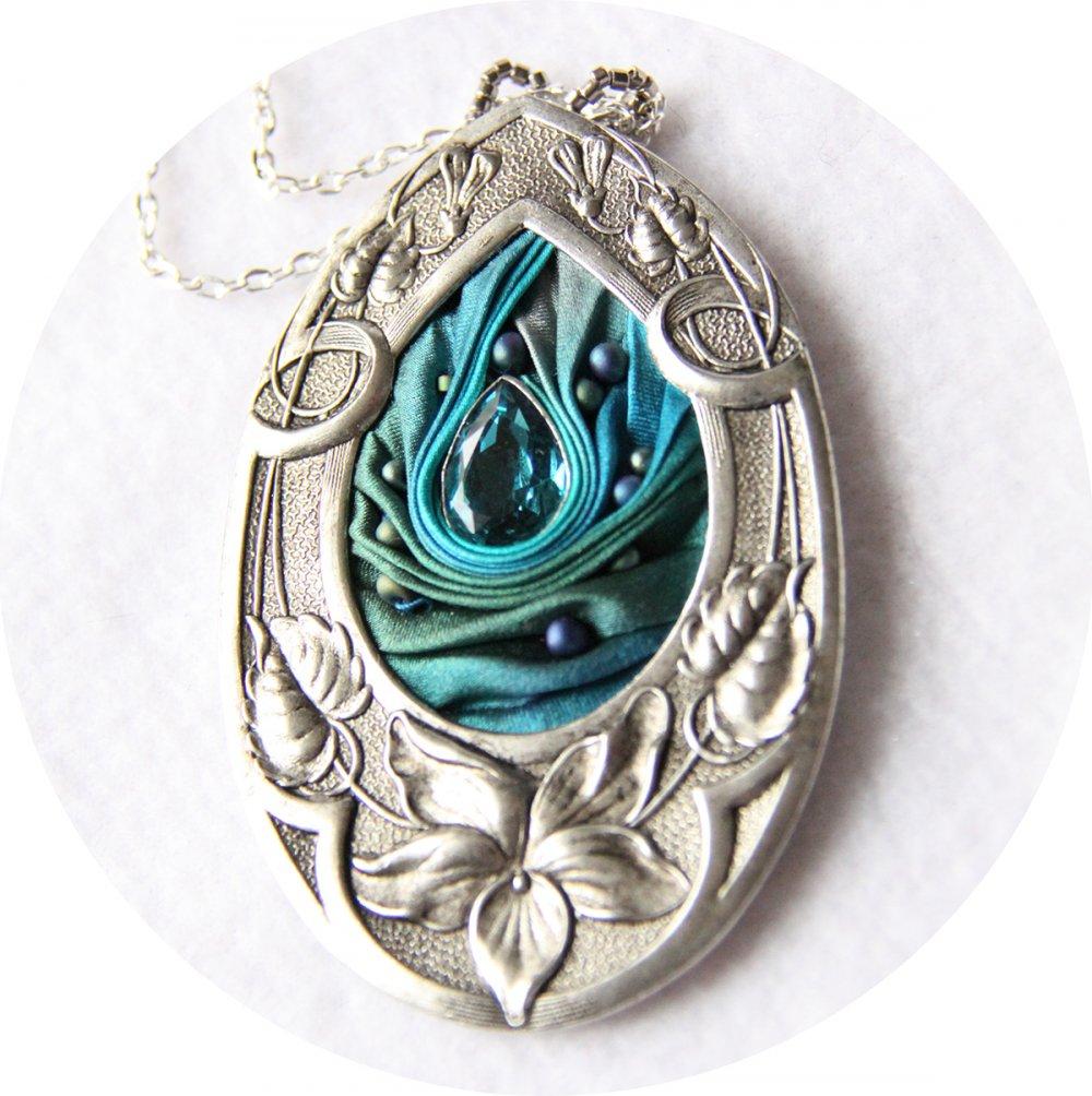 Collier médaillon goutte en ruban de soie shibori bleu et cadre argenté Art Nouveau--9996049976424