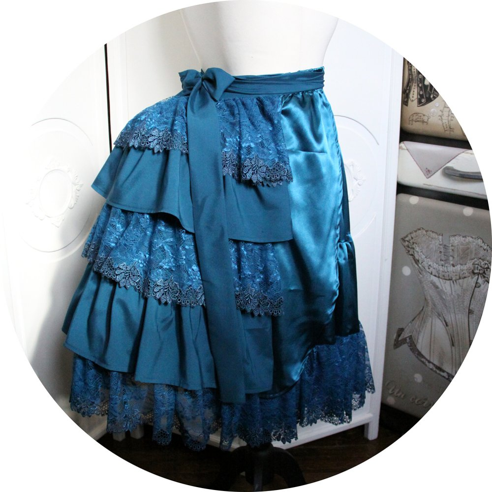 Demi tournure 'faux-cul' ou 'bustle' Steampunk Victorienne en satin bleu paon et dentelle brodée--9995867026380