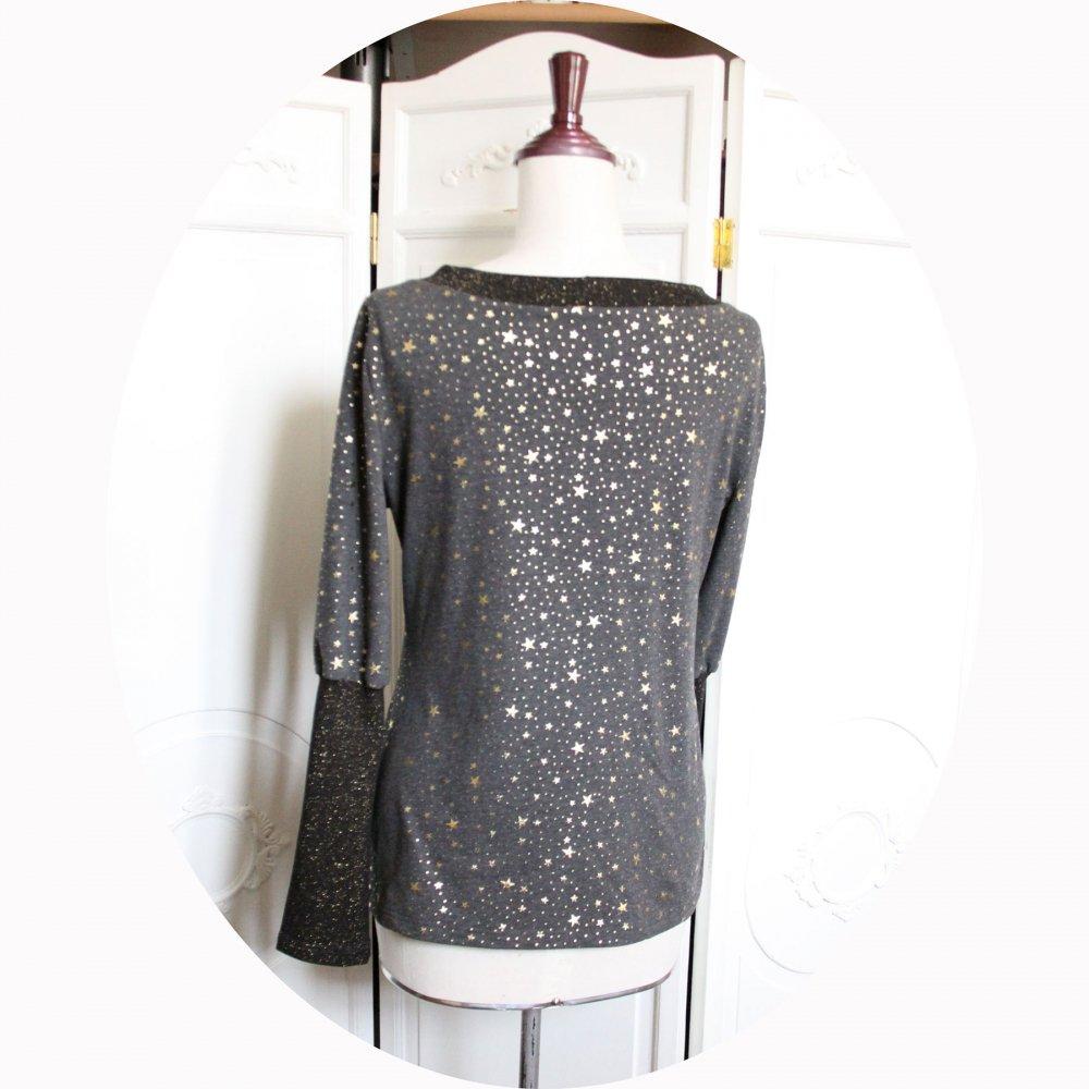 Haut tshirt à manches longues et col bateau enjersey de coton stretch gris à étoiles dorées--9995834845006