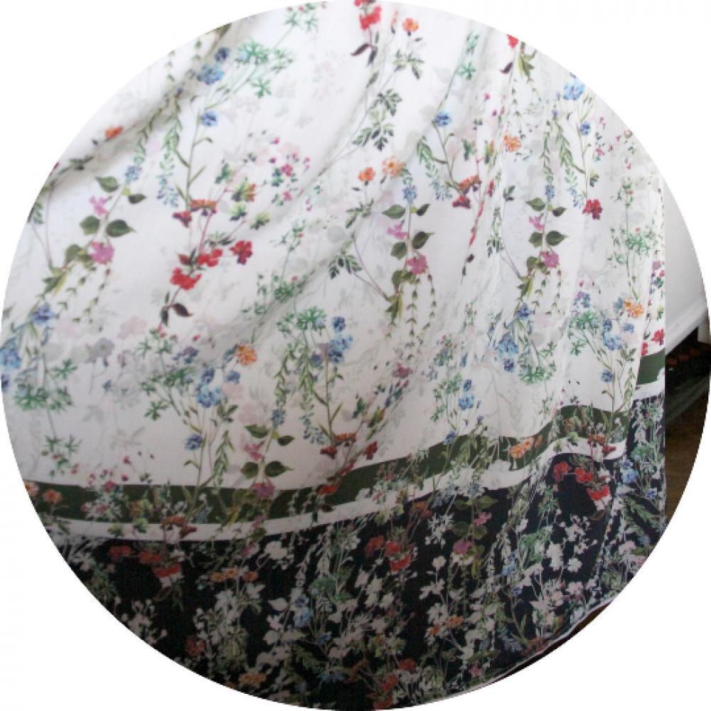 Jupe longue portefeuille style Sari en viscose souple et fluide blanche et bleu marine imprimé de fleurs--9995568261981
