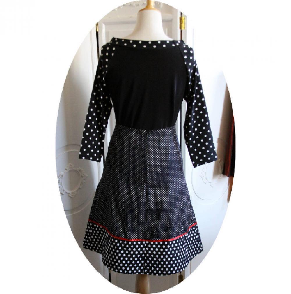 Jupe Pin Up trapeze courte en coton noir a pois blancs et noued en ruban de satin rouge--9995568234701