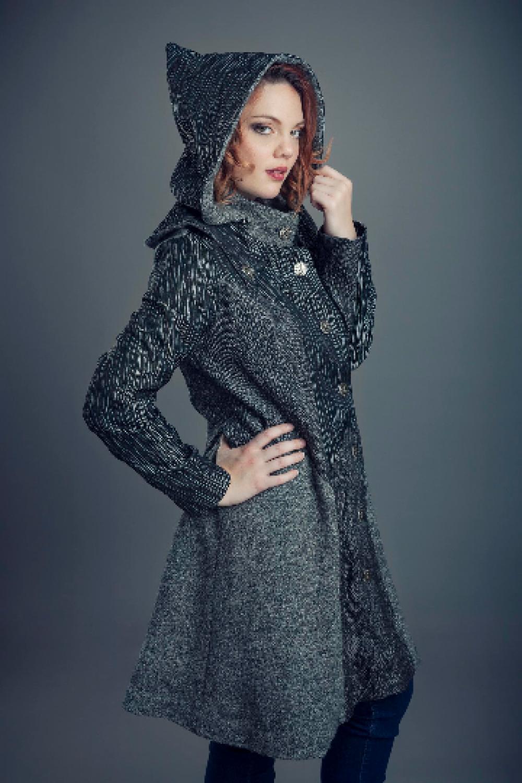 Manteau Dragon trois quart à capuche amovible en mélange de tissus brocard gris à boutons argent--9995575169010