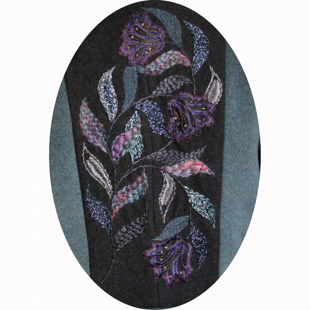 Manteau Spencer de forme trapèze en drap de laine bleu et gris brodé à la main motif feuilles--9995833091916