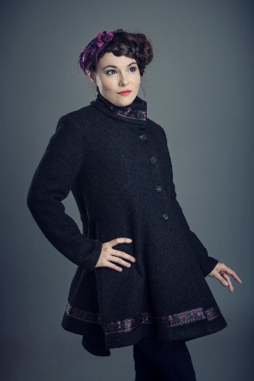 en col détails et le un forme avec médaillon dos Manteau de dentelle laine gravure montant dans en noire Spencer et ruban mode de et trapèze GqzLUMVSp