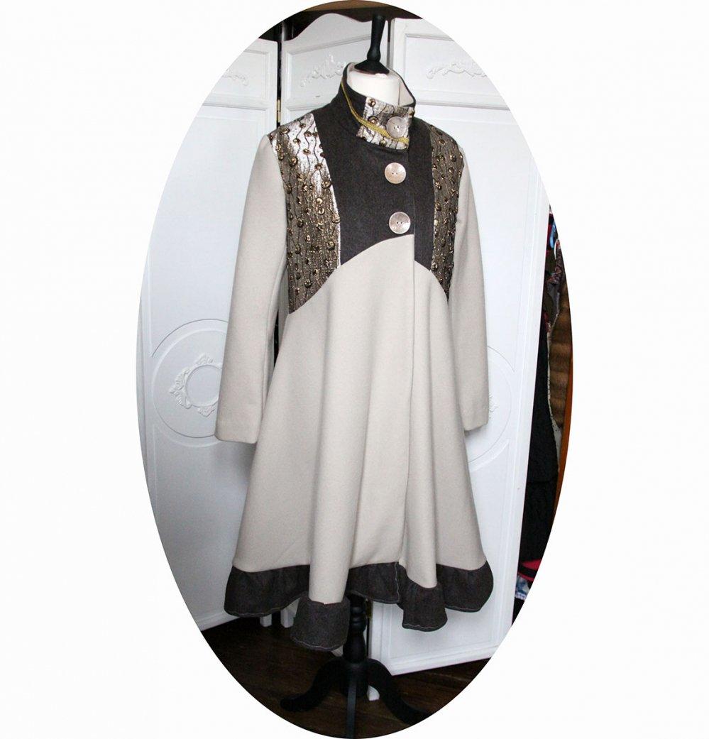 Manteau Spencer trapeze ample et chic en laine et brocard en coloris ivoire taupe et doré--9995732487476
