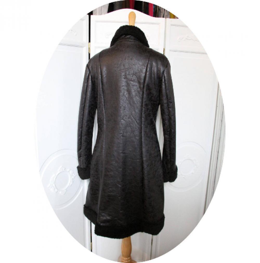 Manteau trois quart cintré et évasé en peau lainée noire avec un coté simili cuir marbré un coté moumoute polaire noire--9995575175622