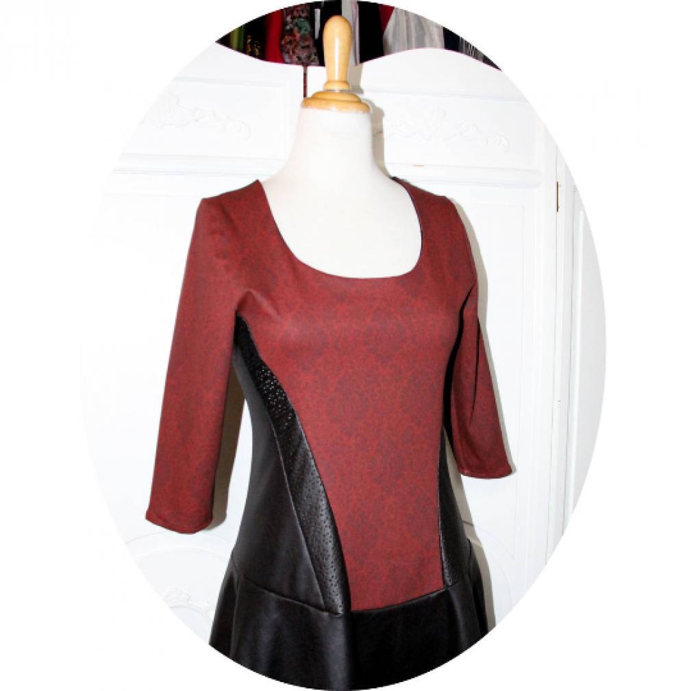Robe bustier baroque noir et bordeaux à manches longues et jupe patineuse en simili cuir noir et coton stretch bordeaux
