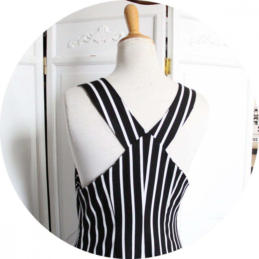 Robe chasuble à poches en lin et viscose noir à rayures blanches--2226246006592
