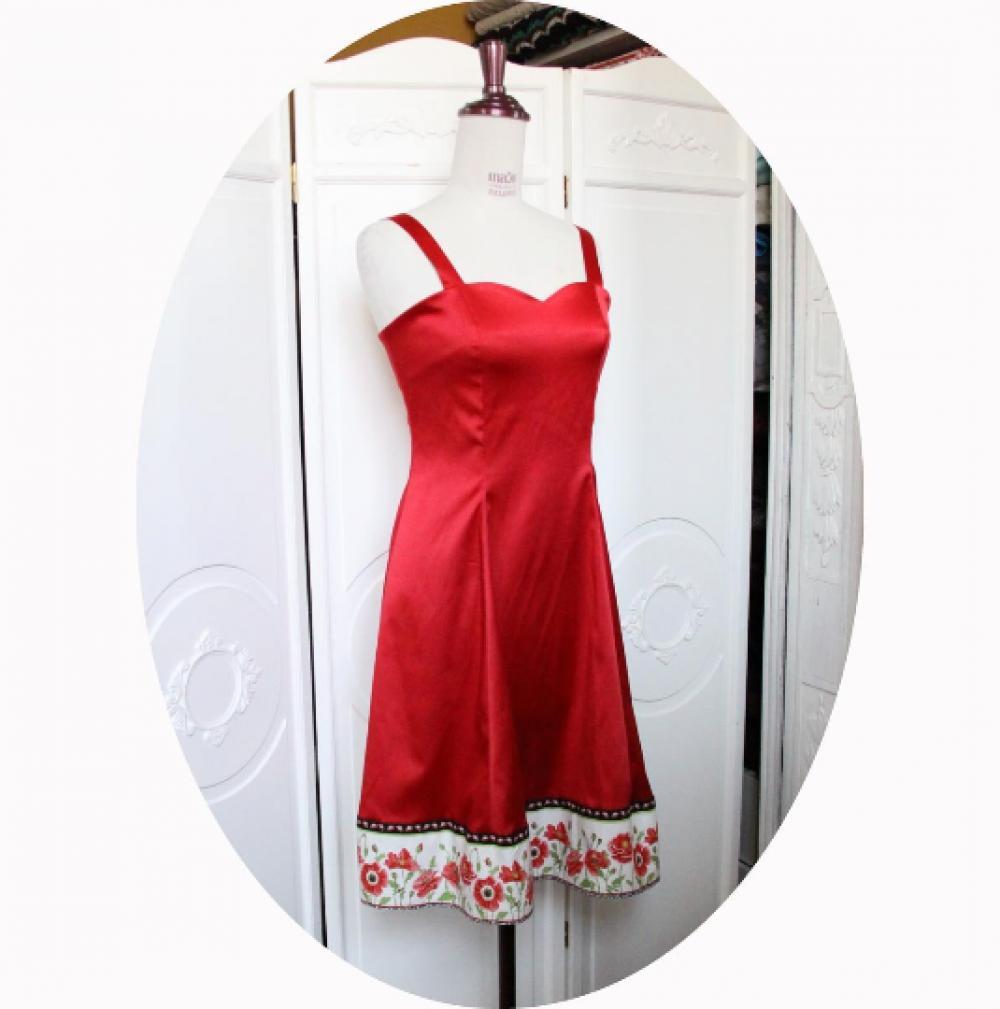 Robe courte et évasée à bretelles et décolleté coeur en satin de coton rouge et galon motif coquelicot--9995563924744