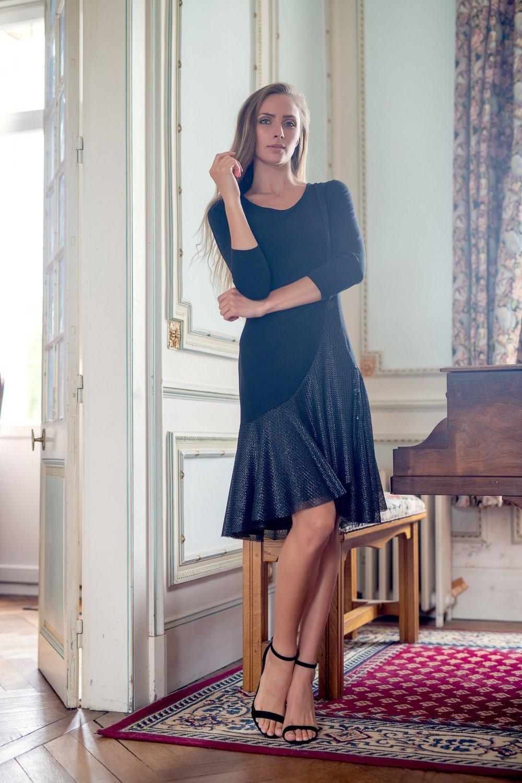 Robe courte style années 20 en noire à manches trois quart--9996057763320