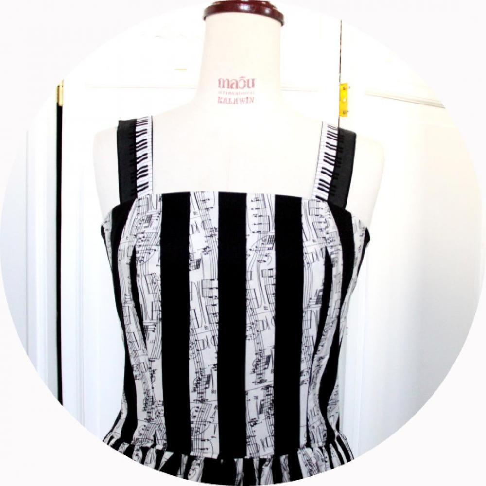 Robe d'été musique mi-longue à volant en coton a rayures noires et blanches motif partition de musique et touches de piano--9995541079763