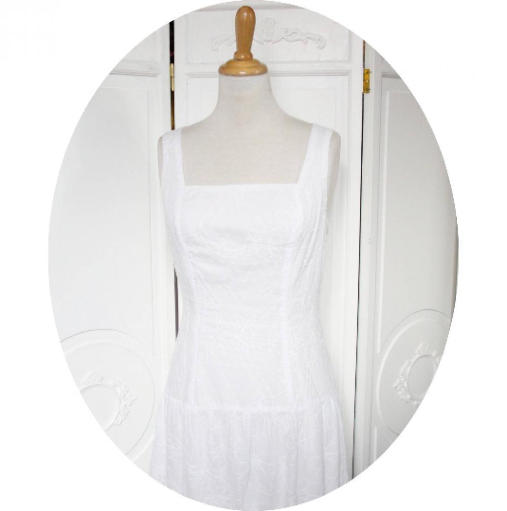 Robe longue blanche sans manches à décolleté carre en broderie anglaise avec une jupe longue à volants--9995552650067