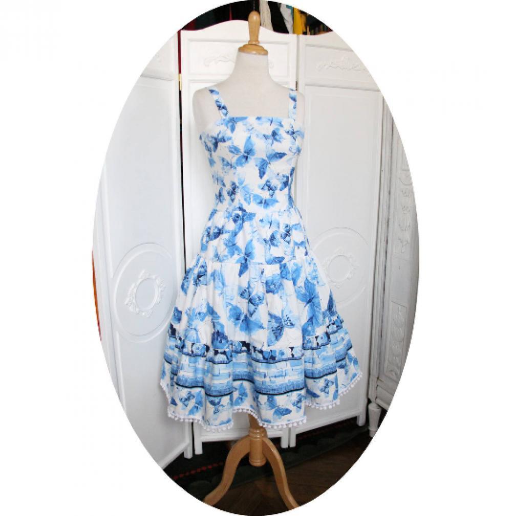Robe longue à volant sans manches en coton imprimé de papillons bleus sur fond blanc--9995560462553