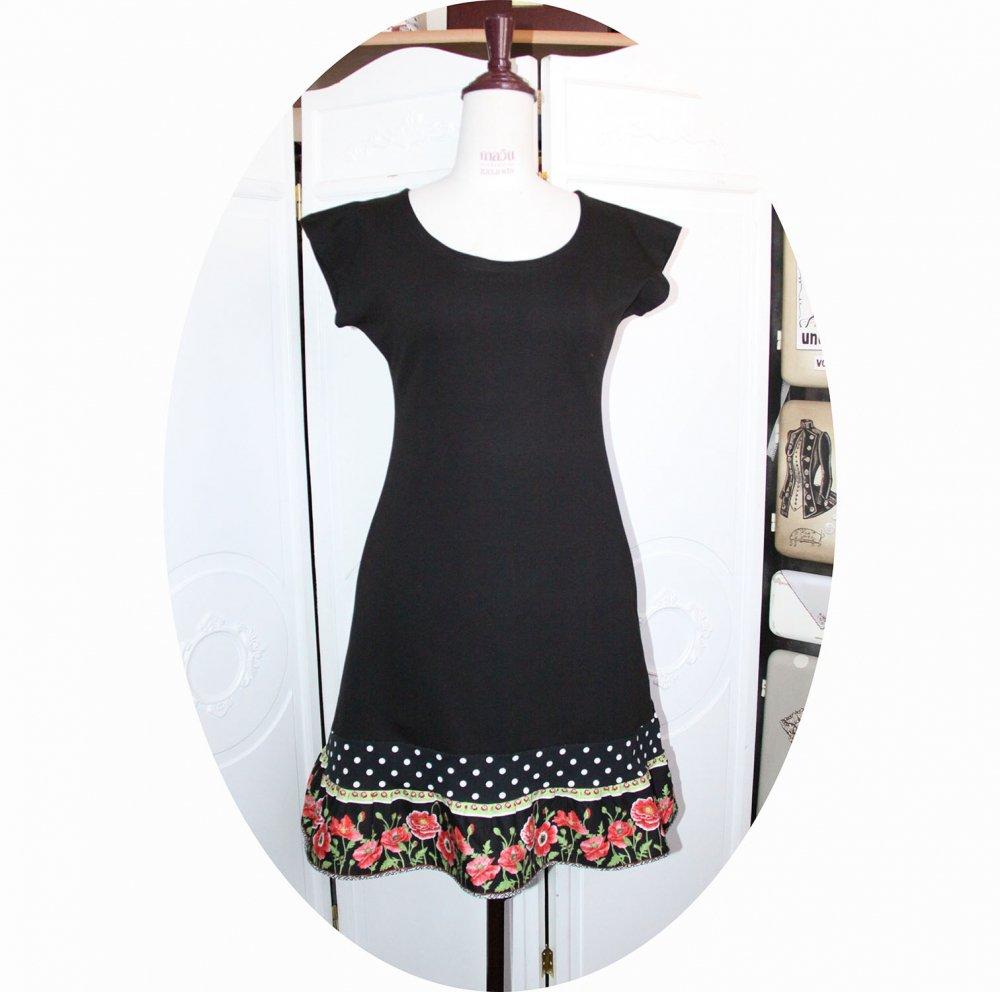 Robe noire courte trapeze 'P'tit Basique' en jersey noir et bande coquelicot rouge--9995968736799