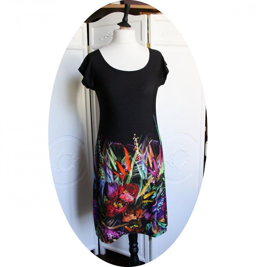 Robe noire courte trapeze 'P'tit Basique' en maille noire imprimée fleurs colorées--2226246001757