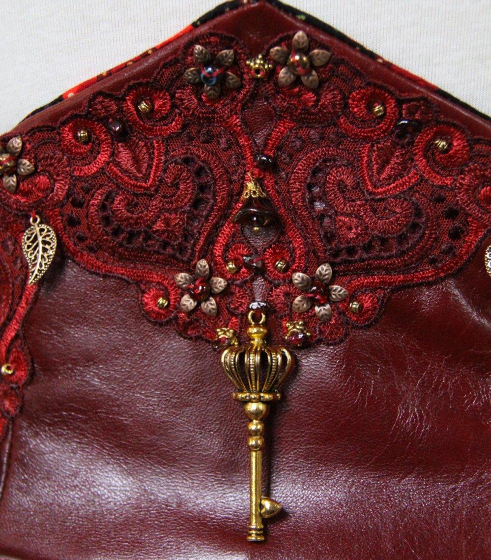 Serre taille Cersei, serre taille en soie cuir rouge, ceinture corset en cuir rouge et broderies--9995496199578