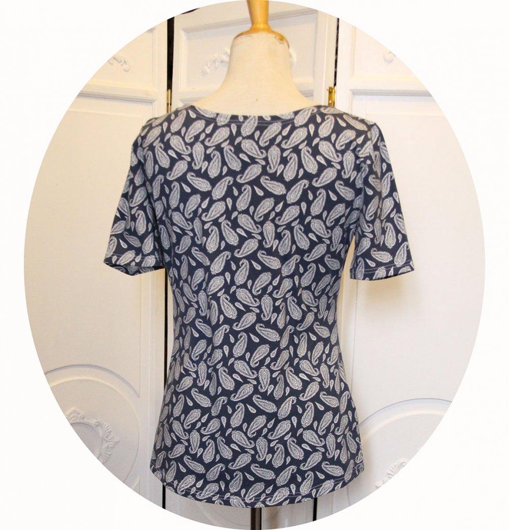 Top tunique P'tit Basique en coton imprimé arabesques paisley blanches sur fond bleu à manches courtes en jersey de coton--9995676691557