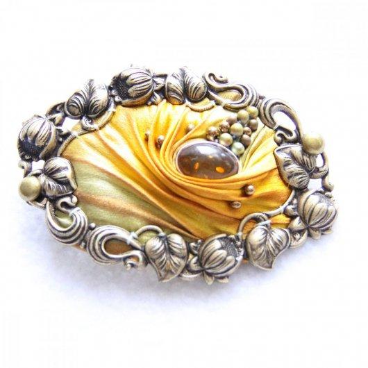 Barrette ovale en ruban de soie shibori ambre brodée et cadre bronze 5cm