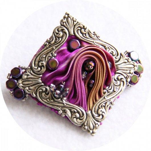 Barrette en ruban de soie shibori violet mauve brodée et cadre argenté victorien 5cm
