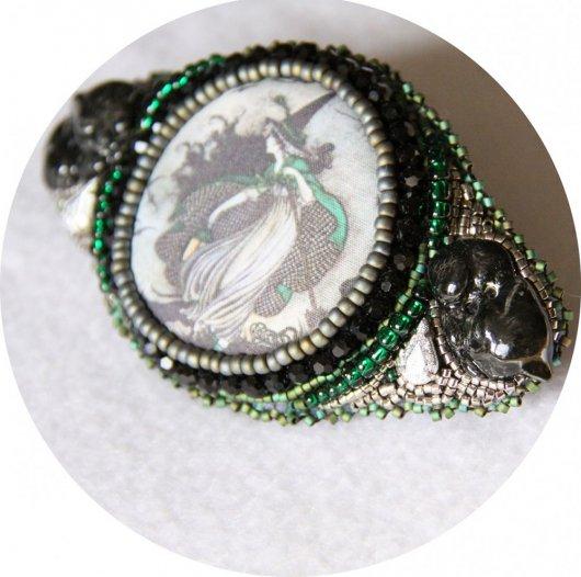 Barrette Sorcière et chats noire et verte brodée de perles 7cm