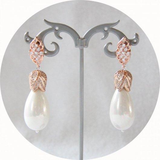 Boucles d'oreilles baroques grande goutte nacrée et attaches dormeuses couleur or rose strassées