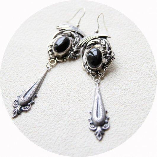 Boucles d'oreilles Dragon argent et pierre noire à breloque baroque inspirées par Daenerys dans Game of Thrones