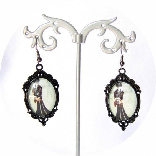 Boucles d'oreilles Gravure de Mode Belle Epoque robe d'hiver noir sur monture ovale noire