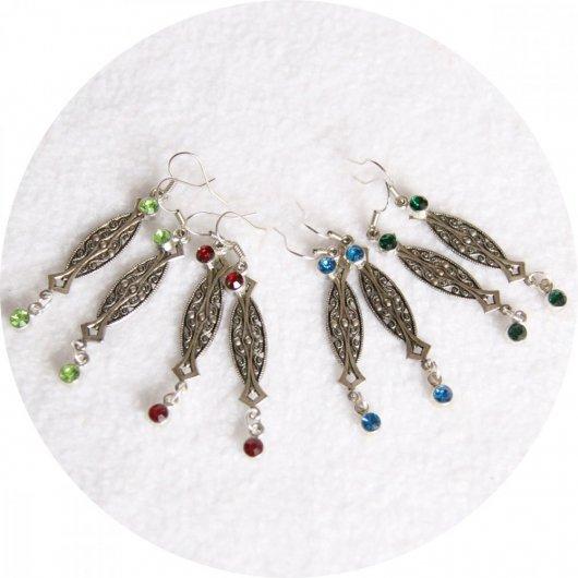 Boucles d'oreilles pendantes argent et strass rouge bleu vert