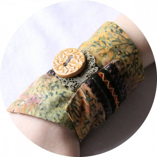 Bracelet manchette en tissu batik aux couleurs d'automne