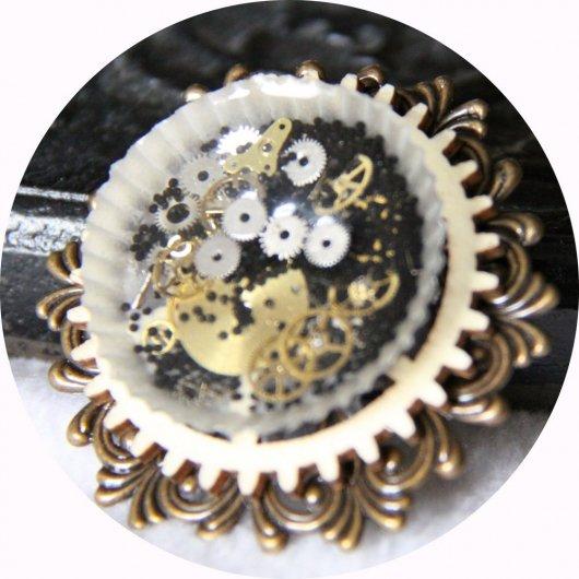 Broche ronde Steampunk rouages noir et doré