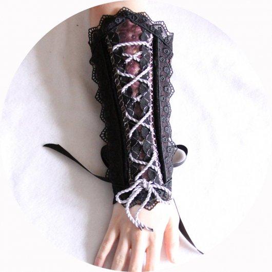 Canon de bras mauve et noir steampunk gothique victorien en cuir et dentelle
