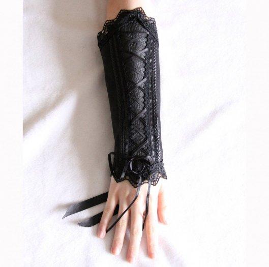 Canon de bras noir steampunk gothique victorien en cuir noir et dentelle