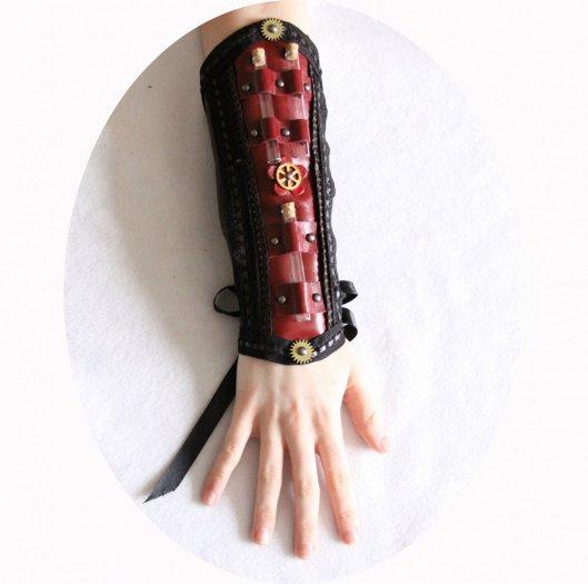 Canon de bras steampunk gothique victorien en cuir marron et bordeau