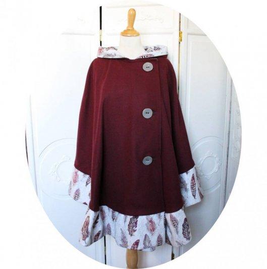 Cape à capuche prune en drap de laine violet et  bordure de velours a plumes