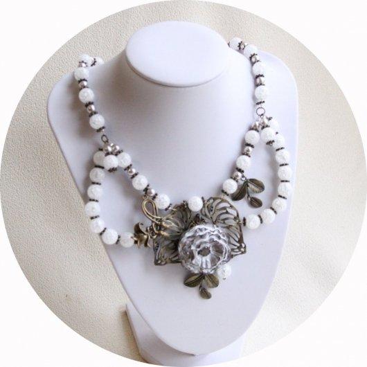Collier floral coquelicot blanc en céramique et perles en quartz blanc