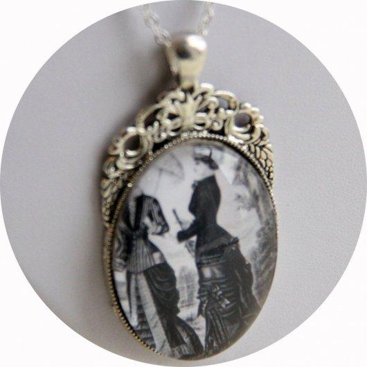 Collier médaillon gravure de mode victorienne noir et blanc