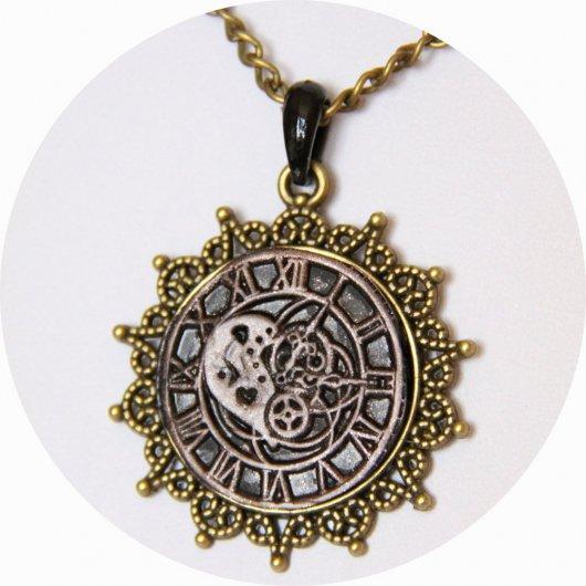 Collier pendentif rond steampunk noir et bronze horloge